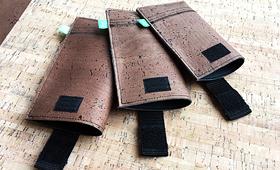 Neu: Dunkler Kork auf schwarzem Kunstleder
